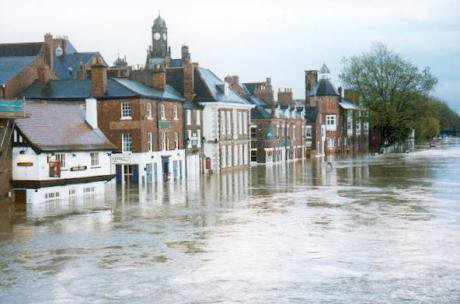 The_Ouse_in_flood._York_-_geograph.org_.uk_-_126451.jpg