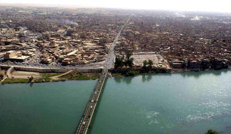 Tigris River and bridge in Mosul. US Army Photo/Michael Bracken. Public Domain.