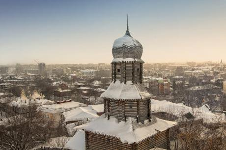 The old Siberian city of Tomsk is famous for its wooden architecture. (c) Shutterstock/Madruaga Verde.