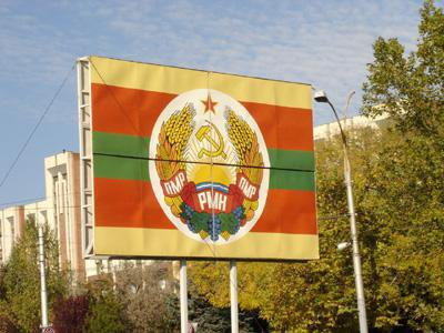 The Soviet-inspired state symbols of Transnistria, or the Pridnestrovian Moldavian Republic, in Tiraspol. cc Dl.goe