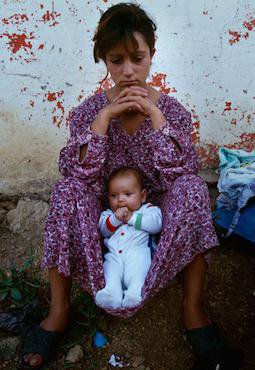 A teenage girl with her daughter as part of Romani Kosovar refugees in Montenegro. Nigel Dickinson/Open Society Foundations. All