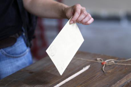 Vote being cast in Istanbul, Turkey. Sadik Gulec/Shutterstock. All rights reserved.