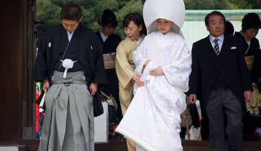 Wedding couple at Meiji Jingu - Japan