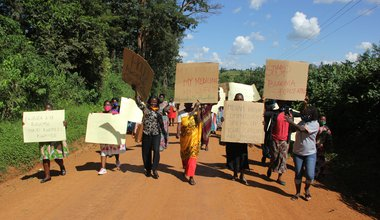 Women_Protest_Bugoma_Land_Give_Away_in_the_albertine_Graben_of_Uganda_-_Photo_credit_-_NAPE.jfif