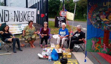 Women blockading Burghfield June2016.jpeg