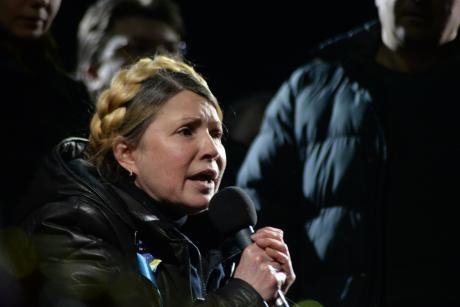 Yulia_Tymoshenko_addressing_Euromaidan_with_a_speech._Kyiv,_Ukraine._Events_of_February_22,_2014..jpg