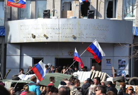 Anti-government protesters waving russian flags in Luhansk occupy government buildings.