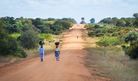african-women-walking-along-road-2983081_1280.jpg