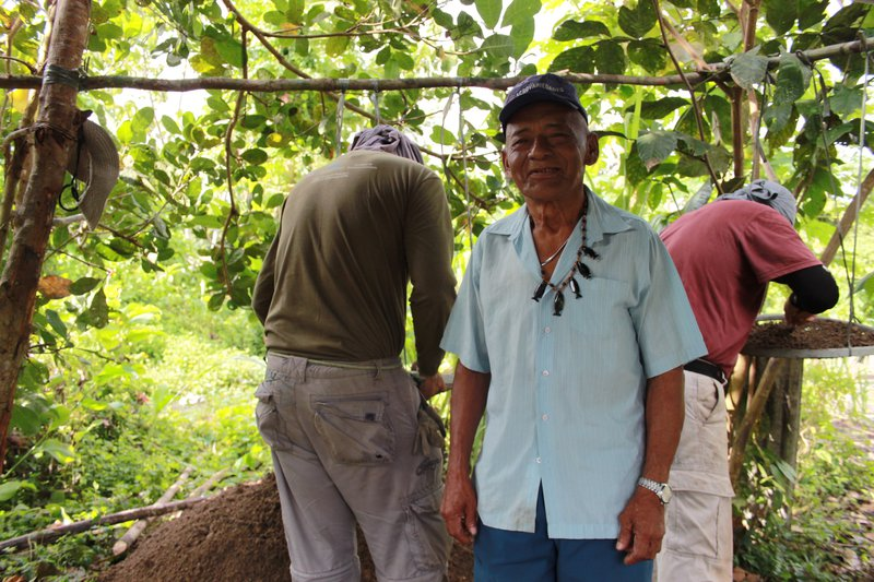Arcelino Dace, killed by covid on June 3, 2020, observes archaeological excavation at Sawre Muybu village while narrating Munduruku myths and commenting on ceramic technology in 2014.