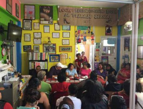 A meeting of sex workers at Brigada Callejera. Image: Esquerra Anticapitalista/Raúl Zibechi. Some rights reserved.
