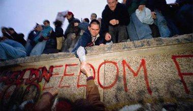 berlin_wall_freedom-706981.jpg