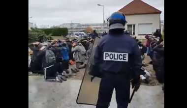 French high school students and police in Mantes la Jolie, December, 2018