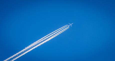 contrails-1210064_960_720.jpg