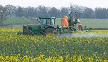 crop_spraying_640.jpg
