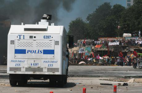 Turkish police in front of Gezi Park. Hans Rusinek. All rights reserved.
