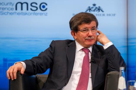 davutoglu at munich wiki copy.jpg