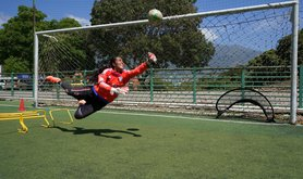 Goalkeeper Korina Hernández shows off her skills in a training game, 2 February 2021. Photo: Yadira Pérez