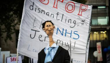 junior dr protest jeremy hunt.jpg