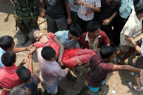 Woman carried from Rana Plaza after disaster