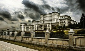 Impending storm on the Romanian parliament? Shutterstock/Crydo. All rights reserved.