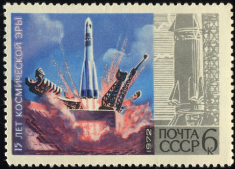 spacesoviet_union-1972-stamp-0-06-_15_years_of_space_age-_rockets.jpg