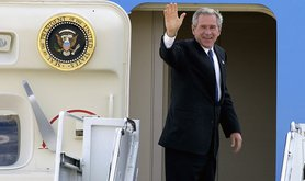 us-president-george-w-bush-waves-from-the-door-of-air-force-one-at-mcguire-7fda58.jpg